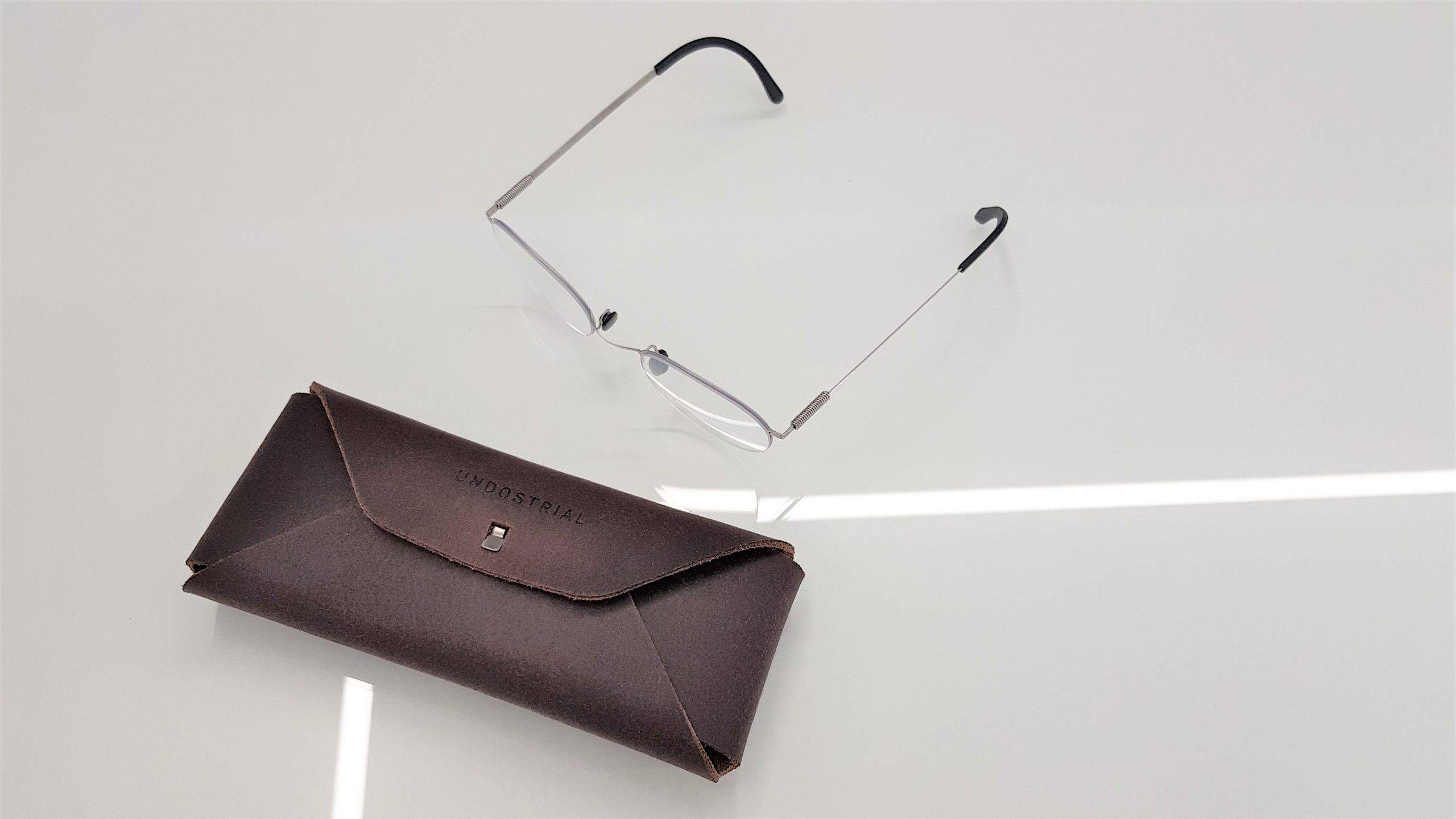 Undostrial Springe frames with their leather case
